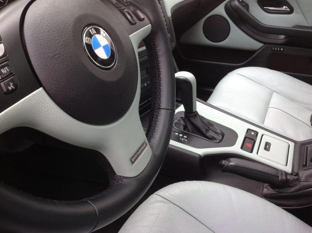 BMW E39 helles Leder mit schwarzem Kunstoff